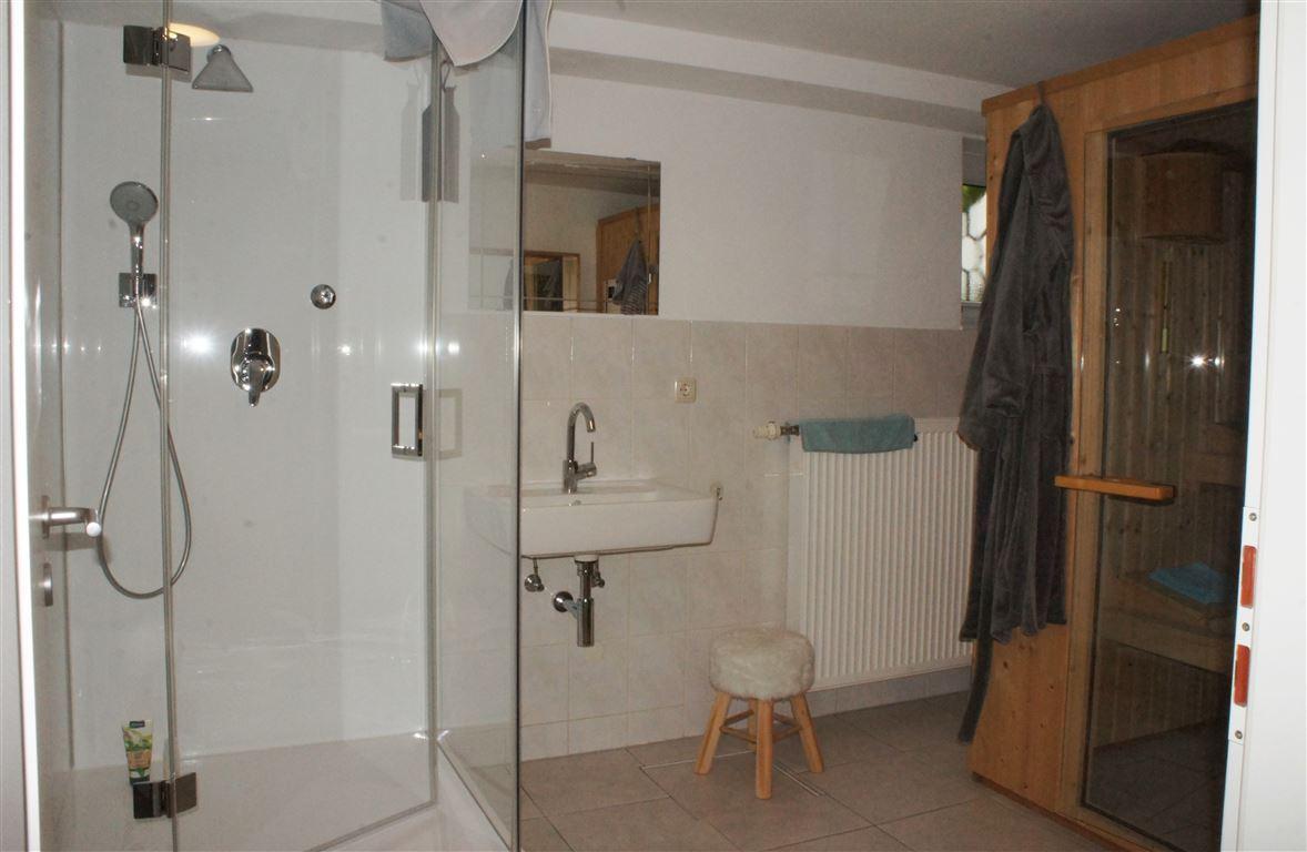 Sauna mit Duschbad UG.