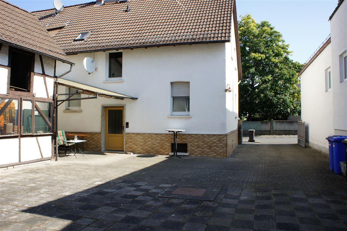 Hof mit Eingang Vorderhaus